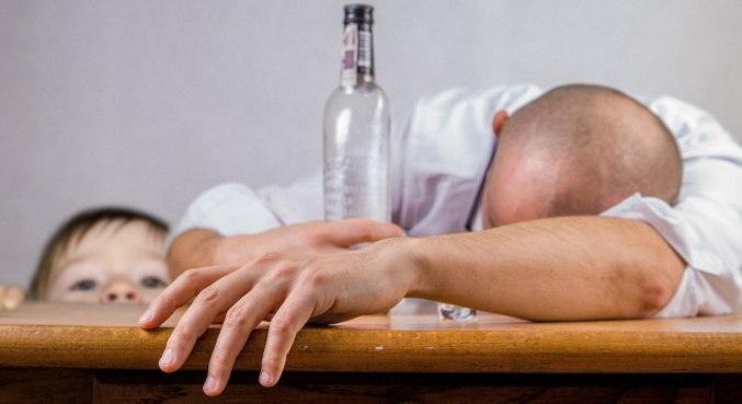 Consumo de álcool em casa pode prejudicar crianças e adolescentes