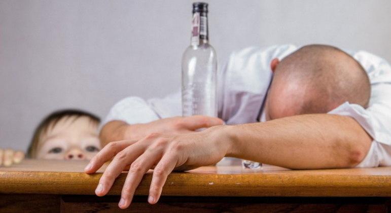 Abuso de substâncias está ligado à sintomas emocionais como ansiedade e depressão