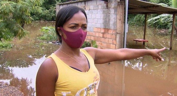 Alda André precisou deixar a casa com a família, em Matozinhos (MG)