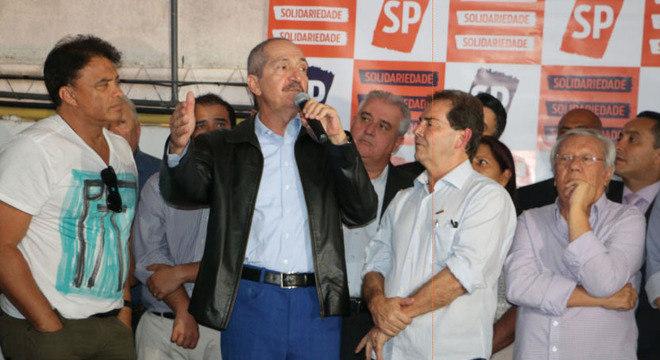 Rebelo (c) ao lado dos deputados Paulinho da Força (d) e Wladimir Costa (e)