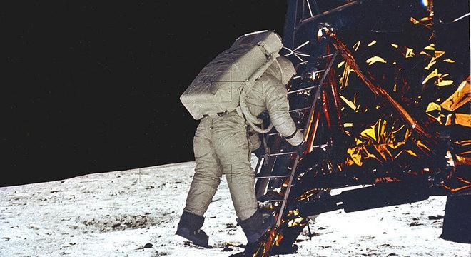 'Bela vista', disse Aldrin ao caminhar sobre a Lua