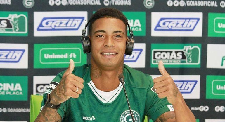 Alef Manga foi apresentado no Goiás nesta terça-feira (11)