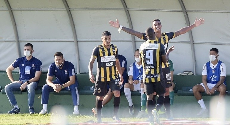 Alef Manga fez dois gols e conduziu vitória do Volta Redonda sobre o Fluminense
