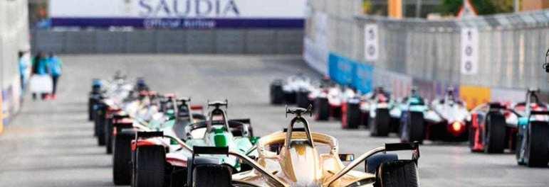 Alejandro Agag, CEO da Formula E, afirmou que as chances de retornar com a temporada 2019/2020 da categoria elétrica são de 50%. Agag confirmou que a prioridade será de tentar realizar corridas com portões fechados.