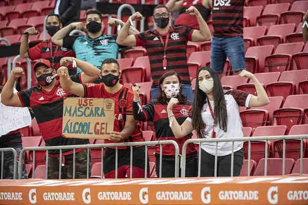 Além da classificação às quartas de final da Libertadores, a vitória do Flamengo sobre o Defensa y Justicia marcou o retorno do público aos estádios no Brasil. Veja, a seguir, fotos e informações sobre a presença dos torcedores no Mané Garrincha.