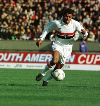 Além de 2002, quando Cafu estava atuando pela Roma, da Itália, Cafu também esteve na Copa de 2006, quando o lateral defendia o Milan. Naquela ocasião, a Seleção caiu nas quartas de final.