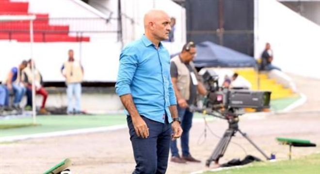 Além de cobrar evolução de seus comandados, treinador coral já projeta jogo de quarta (5), pela Copa do Brasil