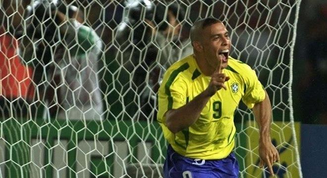 """Além de doações e ações pontuais, Ronaldo também tem uma fundação, chamada """"Fenômenos"""", que desde 2010 desenvolve projetos voltados para comunidades carentes brasileiras. Muitos jogadores e ex-jogadores possuem esse tipo de instituição"""