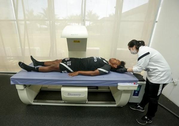 Além de exames com atividade física, Willian foi submetido a uma análise no aparelho de densitometria óssea