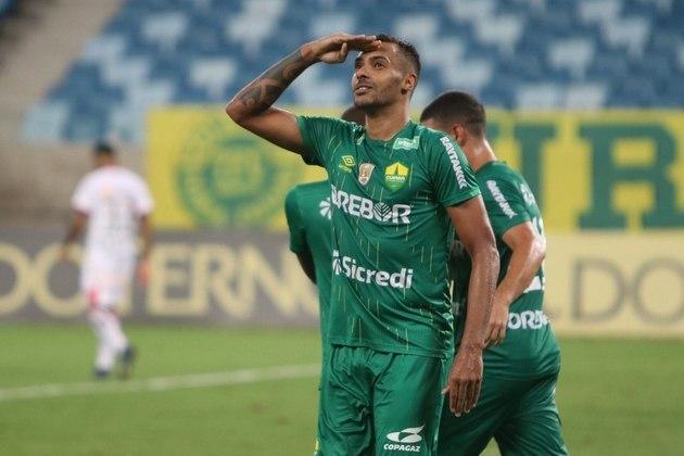 Além dele, o atacante Élton marcou nove gols nas 22 partidas que disputou com a camisa do Cuiabá na competição e também é um dos destaques da Série B de 2020.