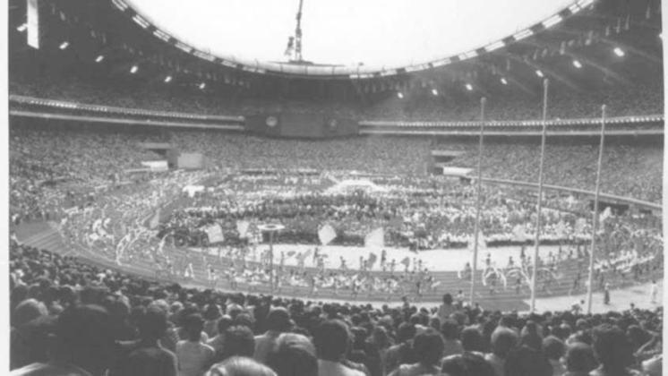 Além dos Estados Unidos, outros dois países da América do Norte sediaram Jogos Olímpicos: O Canadá (com Montreal, em 1976 - foto) e o México (com a Cidade do México, em 1968)