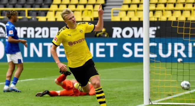 Futebol voltou na Alemanha. Com a pandemia em baixa. Ao contrário do Brasil