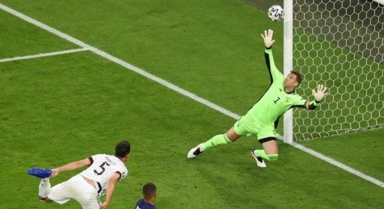 Outro ângulo do infortúnio de Hummels, Alemanha 0 X 1 França