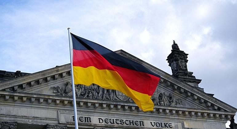 """A França, que assume a presidência temporária da UE no início de 2022, pediu a formação rápida de um governo """"forte"""" na Alemanha"""
