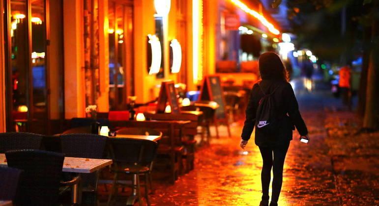 Prefeitura de SP começa a receber propostas de bares sobre uso de calçadas