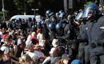 O protesto foi desarmado antes de chegar ao que era inicialmente o seu destino, o Obelisco da Vitória, no coração da capital, em meio a tensões entre a polícia e os manifestantes. Quase ninguém respeitava a distância física ou mesmo usava a máscara, apesar de esta ter sido uma das condições impostas pelas autoridades para que a marcha fosse liberada