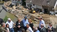 Angela Merkel visita área devastada pela enchente: 'aterrorizante'