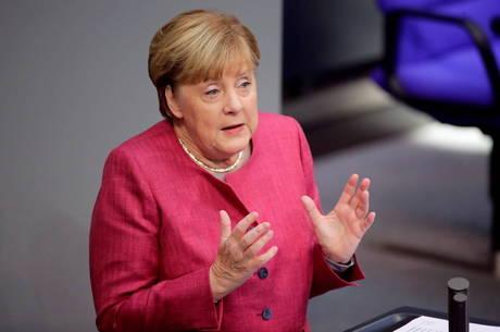 Merkel defendeu medidas contra o coronavírus