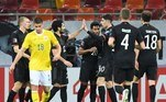 Diante de um adversário bem montado, a Alemanha teve dificuldades, mas fora de casa, venceu a Romênia, por 1 a 0, gol de Serge Gnabry, aos 16 minutos de jogo, após ele receber passe em velocidade de Havertz. No jogo de estreia nas Eliminatórias, a Alemanha já havia vencido a Islândia, por 3 a 0, e, com essas duas vitórias, chegou à liderança do grupo J
