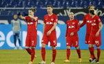O Schalke 04, lanterna da Bundesliga, se afundou ainda mais na crise que vive e perdeu, em casa, para o RB Leipzig, por 3 a 0. Os gols da partida foram marcados por Mukiele, Marcel Sabitzer e Orban
