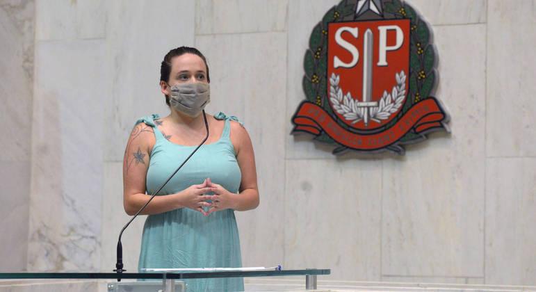 Vítima de assédio na Alesp, deputada Isa Penna lidera campanha por paridade de gênero