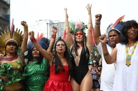 Alessandra Negrini e as lideranças indígenas