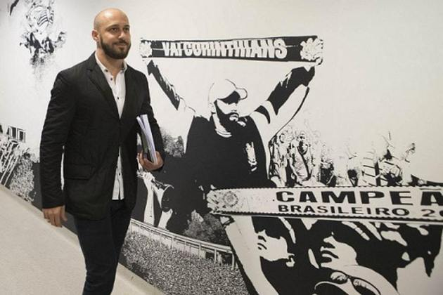 Alessandro - lateral-direito - 41 anos - aposentado, foi gerente de futebol do Corinthians recentemente, mas está sem clube no momento.