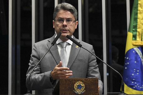 Na imagem, senador Alessandro Vieira