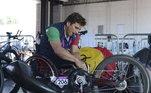 O ex-piloto de F-1 competia em uma etapa do revezamento do Objetivo Tricolor, uma competição que reúne atletas paralímpicos em bicicletas de mão, triciclos ou cadeiras de rodas. O acidente ocorreu no quilômetro 146 da rodovia entre Pienza e San Quirico d'Orci
