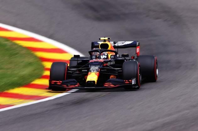 Alex Albon não sai na mesma fila do companheiro, mas em quinto, logo atrás de Daniel Ricciardo (Foto: Getty Images/Red Bull Content Pool)