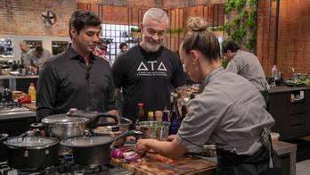 Chef Alex Atala avalia participantes no Desafio de Eliminação (Edu Moraes/Record TV )