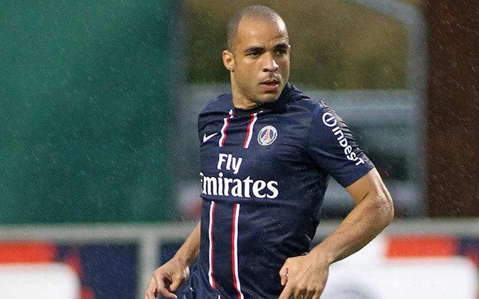Alex atuou entre 2012 e 2014 no PSG. São 92 jogos, nove gols e uma assistência. São quatro títulos pelo clube