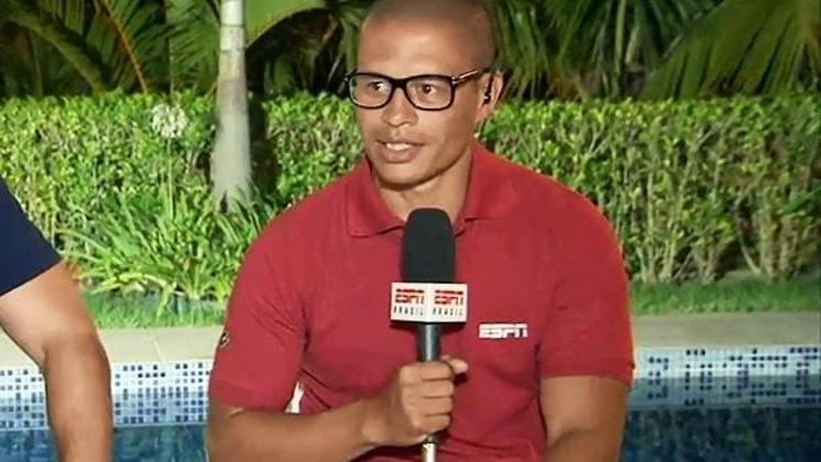 Alex atuou por Coritiba e Palmeiras, tornando-se ídolo de ambos, na década de 90. Atualmente é comentarista da ESPN e deseja tornar-se técnico.