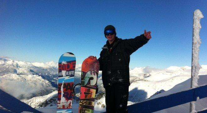 Alex esquiava e praticava snowboarding, mas a atividade física passou a ser uma prática dolorosa após a circuncisão