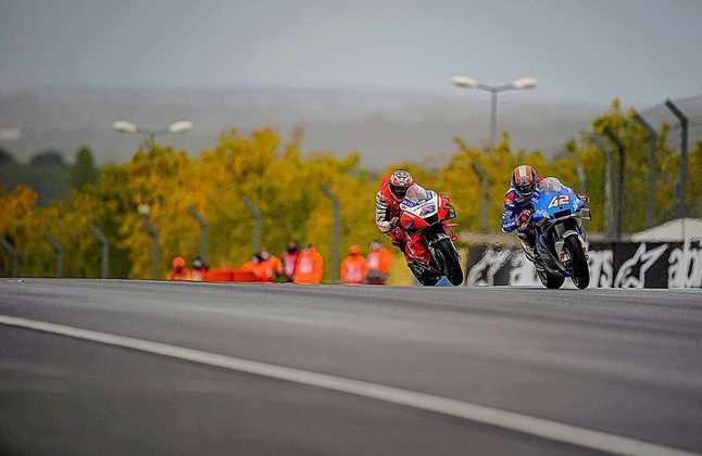 Álex Rins teve problemas durante a corrida