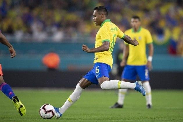 Alex Sandro – O jogador vinha recebendo chances na lateral-esquerda, mas acabou sofrendo uma lesão muscular e não pôde atuar na reta final da competição.
