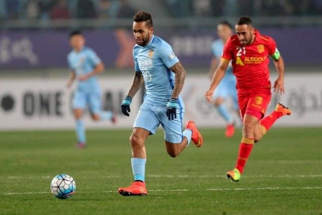 Alex Teixeira - há três temporadas no Jiangsu Suning