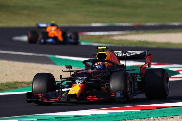 Alexander Albon evitou acidentes, mostrou bom ritmo e fechou o pódio do GP da Toscana