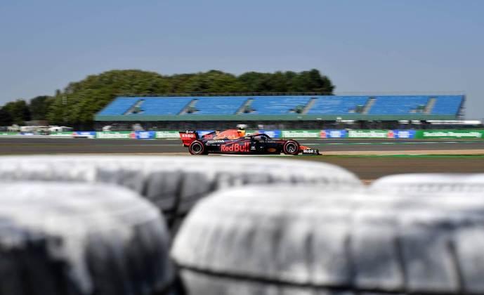 Alexander Albon foi o segundo mais rápido no TL2, mas o treino acabou com batida para o tailandês