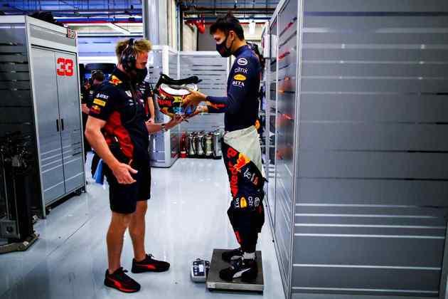 Alexander Albon se preparou, mas não foi suficiente para conseguir alcançar o companheiro Max Verstappen no grid