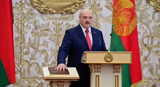 Alexander Lukashenko fez juramento nesta quarta e assumiu um novo mandato
