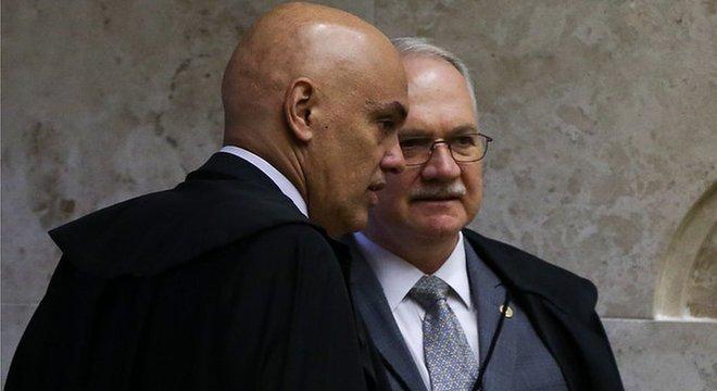 Alexandre de Moraes e Dias Toffoli defendem legalidade do inquérito conduzido pelo STF. Fachin, que é relator de ação que pede a suspensão das investigações, ainda não se manifestou