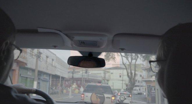 Todos os dias, Alexandre leva Alessandra até o trabalho, no centro de São Paulo
