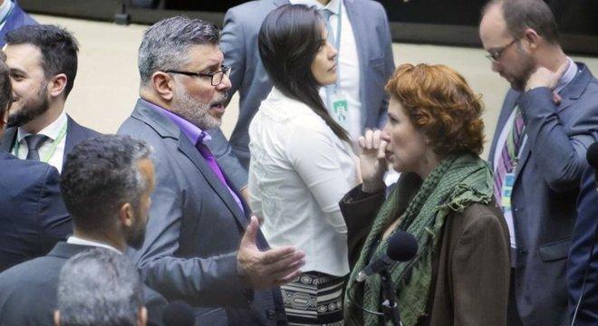 Frota e Carla Zambelli discutem no plenário no dia 07 de agosto: no dia anterior, Zambelli apresentou a representação contra ele