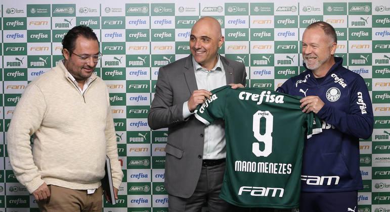 Contratar Mano Menezes e ver o time fracassar, custou caro. O emprego de Mattos