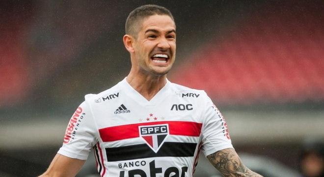 Antes de jogar no São Paulo, Pato teve passagem frustrada no Corinthians