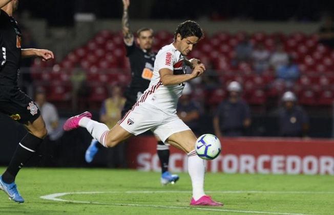 Alexandre Pato (dez gols - 2015) - Vindo do Corinthians após uma troca com o meia Jadson, Pato marcou dez gols em 33 jogos pelo Brasileirão.