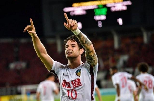 Alexandre Pato - há duas temporadas no Tianjin Quanjian