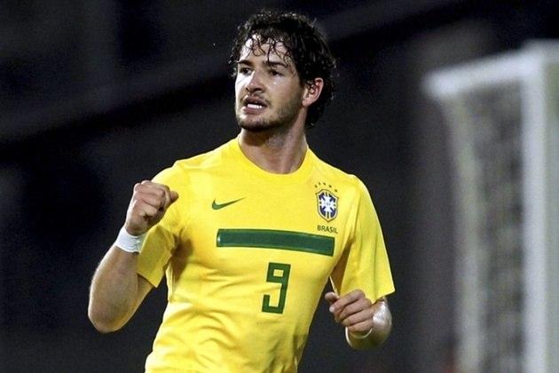 Alexandre Pato, que vestiu a Amarelinha pela última vez em 2013, quando Felipão era o treinador da Seleção Brasileira. Pato está sem clube desde que rescindiu com o São Paulo, em agosto de 2020.