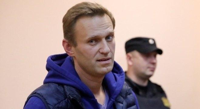 Navalny desmaiou em um avião na semana passada